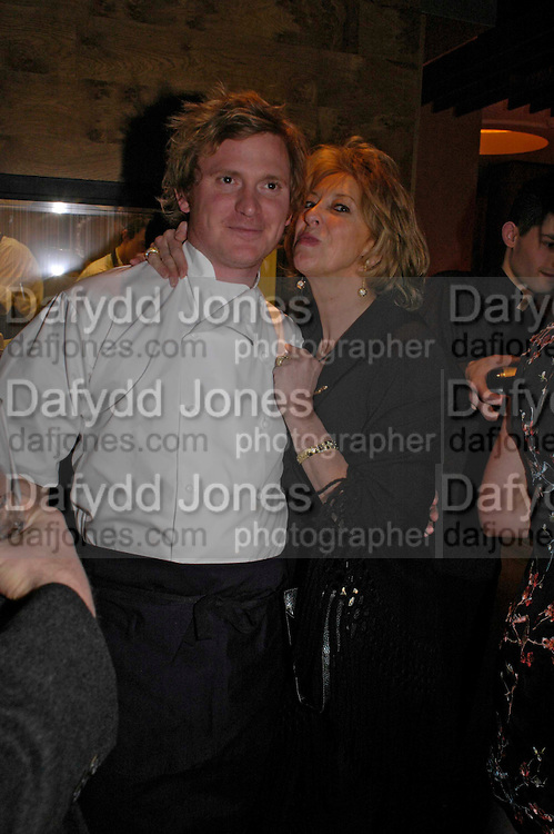 Ian Pengelley and Baroness Marie-Clare von Alvenslebben. Pengelley's opening. 164 Sloane St. London SW1. 22 February 2005. . ONE TIME USE ONLY - DO NOT ARCHIVE  © Copyright Photograph by Dafydd Jones 66 Stockwell Park Rd. London SW9 0DA Tel 020 7733 0108 www.dafjones.com