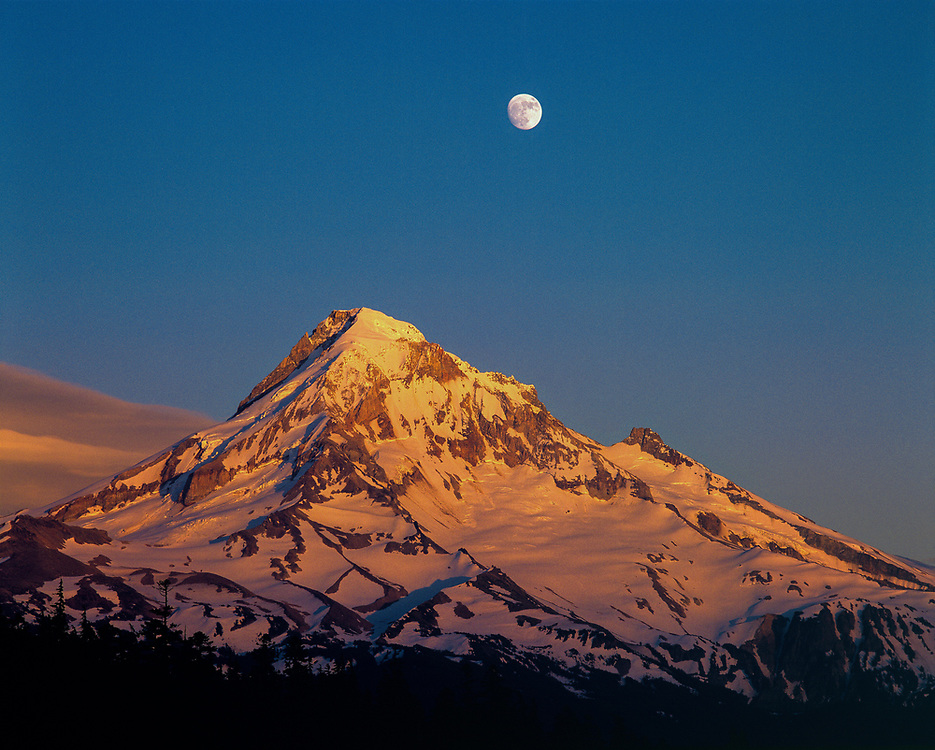 Sunset creates alpenglow on Mt. Hood in the Oregon Cascades. ©Ric Ergenbright