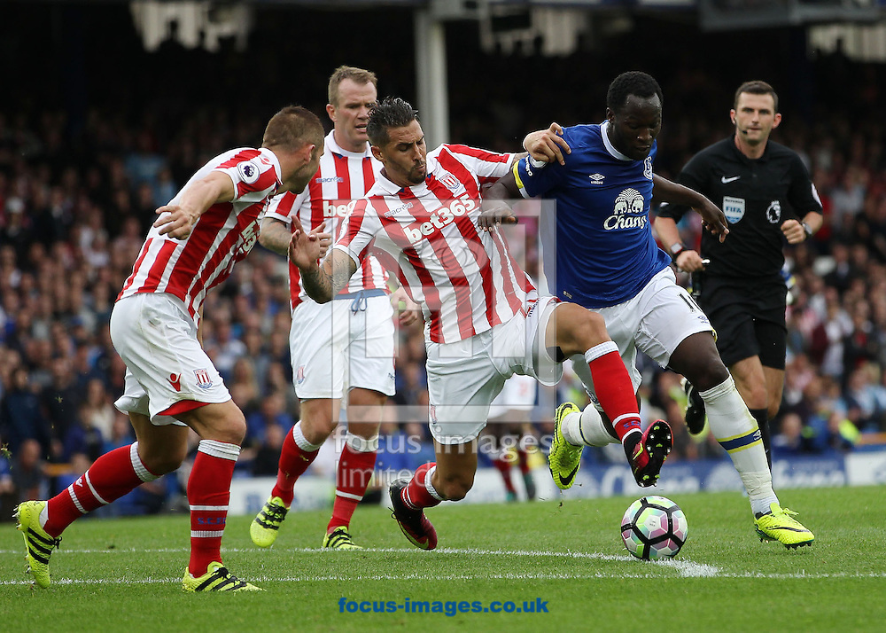 Romelu Lukaku of Everton and Geoff Cameron of Stoke City in action during the Premier League match at Goodison Park, Liverpool.<br /> Picture by Michael Sedgwick/Focus Images Ltd +44 7900 363072<br /> 27/08/2016