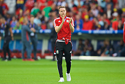 LILLE, FRANCE - Friday, July 1, 2016: Wales' Chris Gunter applauds the supporters as he walks onto the pitch before the UEFA Euro 2016 Championship Quarter-Final match against Belgium at the Stade Pierre Mauroy. (Pic by David Rawcliffe/Propaganda)