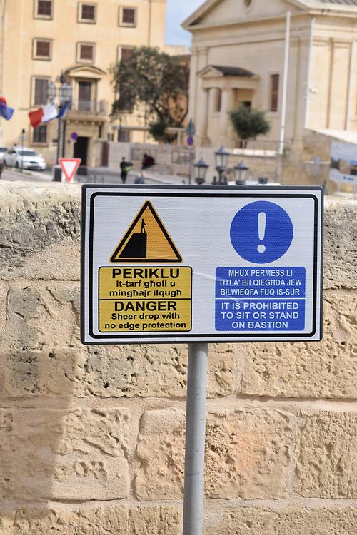Warning of sheer drop sign