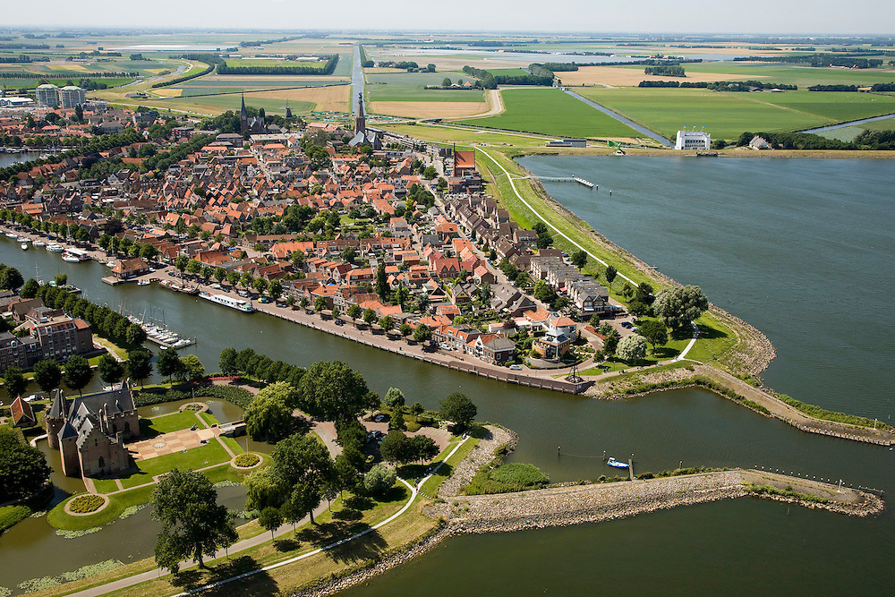 Nederland, Noord-Holland, Medemblik, 14-07-2008; Kasteel Radboud met ingang van de haven, op het tweede plan rechts gemaal De Lely en de Wieringermeer; West-Friesland. .luchtfoto (toeslag); aerial photo (additional fee required); .foto Siebe Swart / photo Siebe Swart