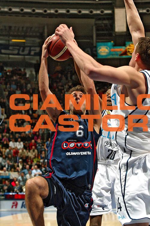 DESCRIZIONE : BOLOGNA CAMPIONATO LEGA A1 2004-2005 <br /> GIOCATORE : GIACHETTI <br /> SQUADRA : LOTTOMATICA VIRTUS ROMA <br /> EVENTO : CAMPIONATO LEGA A1 2004-2005 <br /> GARA : CLIMAMIO BOLOGNA-LOTTOMATICA ROMA <br /> DATA : 30/01/2005 <br /> CATEGORIA : Tiro <br /> SPORT : Pallacanestro <br /> AUTORE : Agenzia Ciamillo-Castoria/G.Livaldi