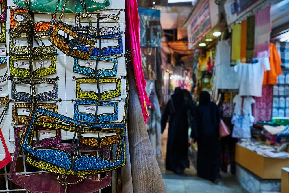 Sultanat d'Oman, Mascate, vieux Mascate, corniche de Mutrah, le vieux souk, masque pour femme // Sultanate of Oman, Muscat, the corniche of Muttrah, the old town of Muscat, the old souq, woman mask