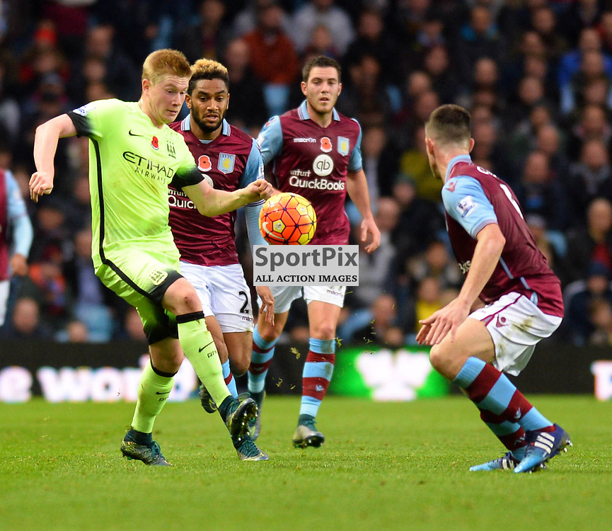 Manchester city player Kevin De Bruyne fights for the ball