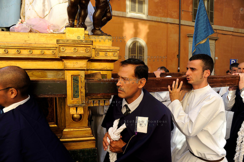 "Roma 18 Luglio 2009..Venerabile Arciconfraternita  del SS.mo Sacramento e di Maria Ss. del Carmine in Trastevere a Roma fondata nell' anno 1539. I Solenni Festeggiamenti e la processione in onore della Madonna del Carmine detta ""de' Noantri"". .The Solemn Celebrations and processions in honor of.Madonna del Carmine said ""de 'Noantri""..http://www.arciconfraternitadelcarmine.it"