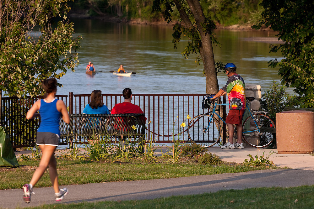 Riverside Drive, South Bend, IN..Photo by Matt Cashore..Use of this image prohibited without authorization and/or compensation..To contact Matt Cashore:.574.220.7288.574.233.6124.cashore1@michiana.org.www.mattcashore.com