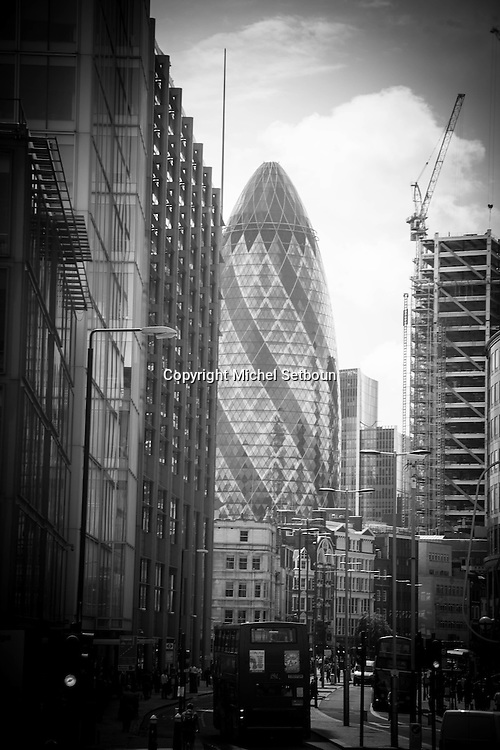 London. UK. bishopgate street street , in the city financial district / la rue bishopgate , dans le quartier financier de la city