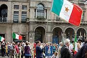 Militant of ANPI (Italian Partisans National Association) holds Italian flag  at demonstration of Liberation day in Milan, April 25, 2011. © Carlo Cerchioli..Militante dell'ANPI ( Associazione Nazionale Partigiani Italiani ) con la bandiera italiana alla manifestazione per la Liberazione, Milano 25 aprile 2011.