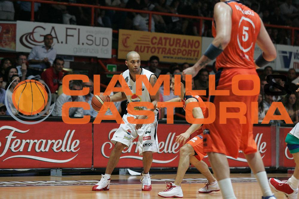 DESCRIZIONE : Caserta Lega A2 2007-08 Play Off Finale Gara 1 Pepsi Caserta Fileni Jesi <br /> GIOCATORE : Randolph Childress<br /> SQUADRA : Pepsi Caserta<br /> EVENTO : Play off Campionato Lega A2 2007-2008<br /> GARA : Pepsi Caserta Fileni Jesi<br /> DATA : 01/06/2008<br /> CATEGORIA : Palleggio<br /> SPORT : Pallacanestro<br /> AUTORE : Agenzia Ciamillo-Castoria/A.De Lise