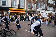 Nederland, Utrecht, 23-10-2018<br /> In Utrecht rent een groep studenten van een studievereniging door de stad.<br /> <br /> In Utrecht a group students of a society are running in the city center.<br /> Foto: Bas de Meijer / De Beeldunie