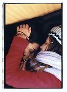 Manifestazione nazionale contro la legge Bossi-Fini sull'immigrazione. Roma, 19 gennaio 2002. Sul treno speciale Milano-Roma. Coppia che dorme.