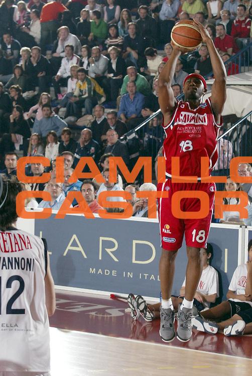 DESCRIZIONE : BIELLA CAMPIONATO LEGA A1 2004-2005<br />GIOCATORE : POSTELL<br />SQUADRA : SCAVOLINI PESARO<br />EVENTO : CAMPIONATO LEGA A1 2004-2005<br />GARA : LAURETANA BIELLA-SCAVOLINI PESARO<br />DATA : 26/03/2005<br />CATEGORIA : Tiro<br />SPORT : Pallacanestro<br />AUTORE : AGENZIA CIAMILLO &amp; CASTORIA/S.Ceretti