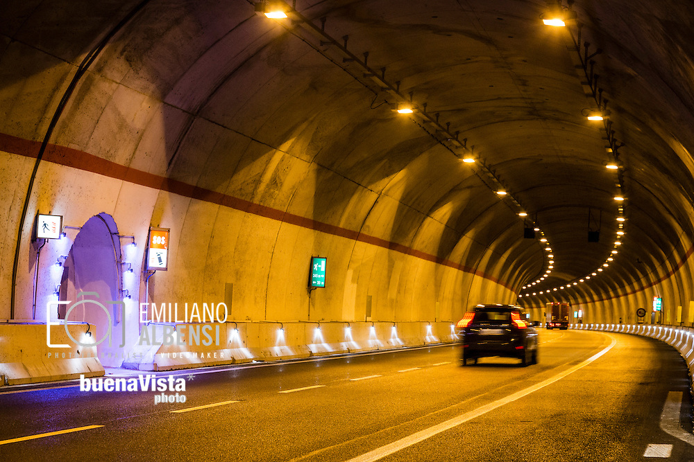 Mormanno, Calabria, Italia 10/03/2016<br /> Una galleria dell'autostrada A3 Salerno-Reggio Calabria, near Mormanno, recentemente aperto dopo il completamento dei lavori<br /> <br /> Mormanno, Calabria, Italy, 10/03/2016<br /> A tunnel of A3 Salerno-Reggio Calabria state highway, near Mormanno, recently opened after the closing of construction sites.