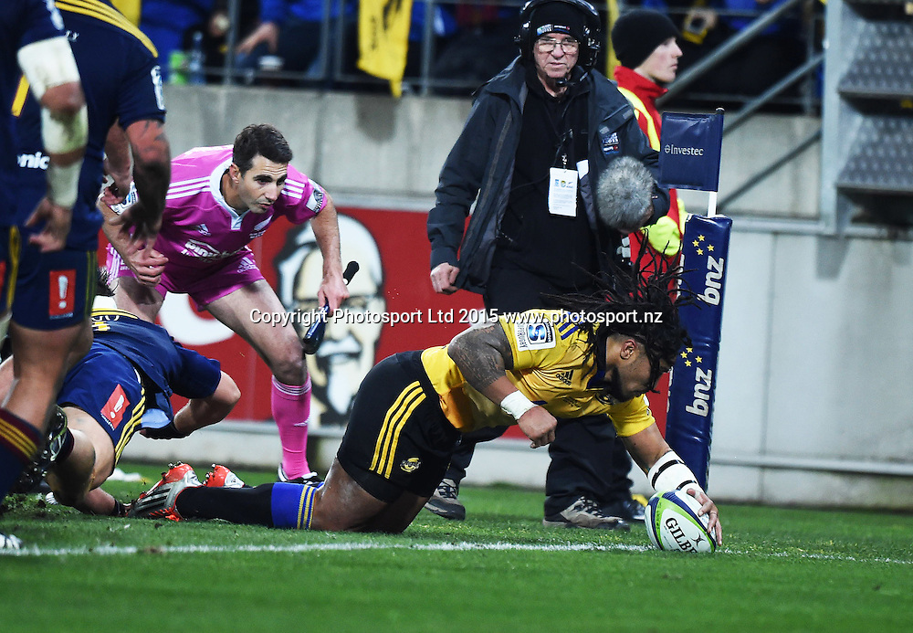 Ma'a Nonu scores a try during the Super Rugby Final between the Hurricanes and Highlanders at Westpac Stadium in Wellington., New Zealand. Saturday 4 July 2015. Copyright Photo: Andrew Cornaga / www.Photosport.nz