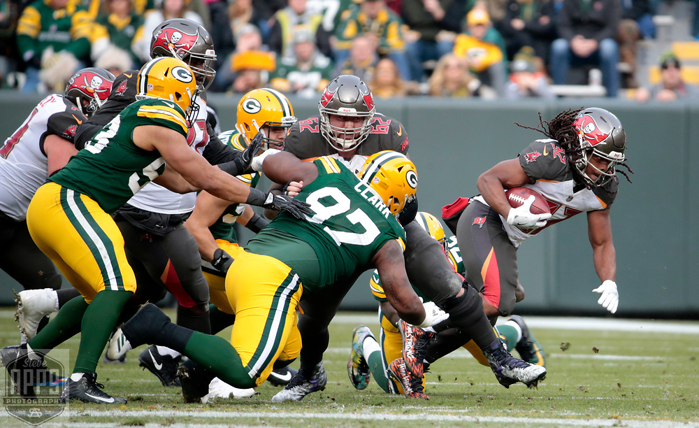 Tampa Bay Buccaneers running back Jacquizz Rodgers (32) for 3-yards in the 2nd quarter. <br /> The Green Bay Packers hosted the Tampa Bay Buccaneers at Lambeau Field in Green Bay,  Sunday, Dec. 3, 2017.  STEVE APPS FOR THE STATE JOURNAL.