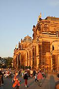 Menschen auf Brühlsche Terrasse, Dresden, Sachsen, Deutschland.|.Dresden, Germany, academy of arts, Bruehlsche Terrasse, people