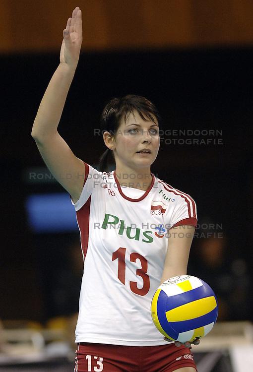 26-09-2006 VOLLEYBAL: KWALI WGP2007: NEDERLAND - POLEN: VARNA<br /> De Nederlandse volleybalsters hebben hun eerste wedstrijd van het kwalificatietoernooi voor de Grand Prix gewonnen. Nederland vocht zich tegen Polen knap terug van een 2-0-achterstand in sets en versloegen de Poolse vrouwen met 3-2 (28-30 22-25 25-22 28-26 15-10) / <br /> &copy;2006-WWW.FOTOHOOGENDOORN.NL