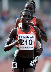26-05-2007 ATLETIEK: THALES FBK GAMES: HENGELO<br /> Florence Kiplagat en Prisca Ngetich Jepleting op de 5000 meter<br /> ©2007-WWW.FOTOHOOGENDOORN.NL