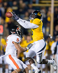 November 7, 2009; Berkeley, CA, USA;  California Golden Bears wide receiver Jeremy Ross (3) leaps for a pass over Oregon State Beavers safety Cameron Collins (5) during the fourth quarter at Memorial Stadium.