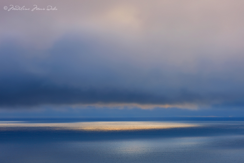 Mystical Seascape Horizon with golden Lightreflexion on Watersurface County Kerry Ireland / wt028