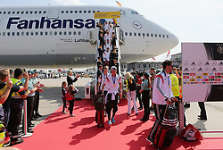 15.07.2014, Flughafen Tegel, Berlin, GER, FIFA WM, Empfang der Weltmeister in Deutschland, Finale, im Bild Die deutsche Nationalmannschaft verlaesst das Flugzeug // during Celebration of Team Germany for Champion of the FIFA Worldcup Brazil 2014 at the Flughafen Tegel in Berlin, Germany on 2014/07/15. EXPA Pictures © 2014, PhotoCredit: EXPA/ Eibner-Pressefoto/ Pool<br /> <br /> *****ATTENTION - OUT of GER*****
