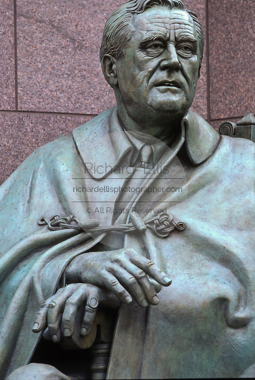 WASHINGTON, DC, USA - 1997/04/23: Statue of Franklin Delano Roosevelt by sculpture Neil Estern at the Roosevelt Memorial and FDR Monument on the Tidal Basin during the commemoration and unveiling of the site April 23, 1997 in Washington, DC.     (Photo by Richard Ellis)