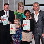NLD/Rotterdam/20110202 - Boekpresentatie Mr. Finney door pr. Laurentien en Sieb Posthuma, overhandiging vaan Mike Eman en 2 kinderen