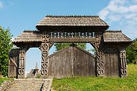 Roumanie, région de Maramures, Carpates, portail du monastere en bois de Barsana. // Romania, Maramures, Carpates, Portal of wood monastery of Barsana.