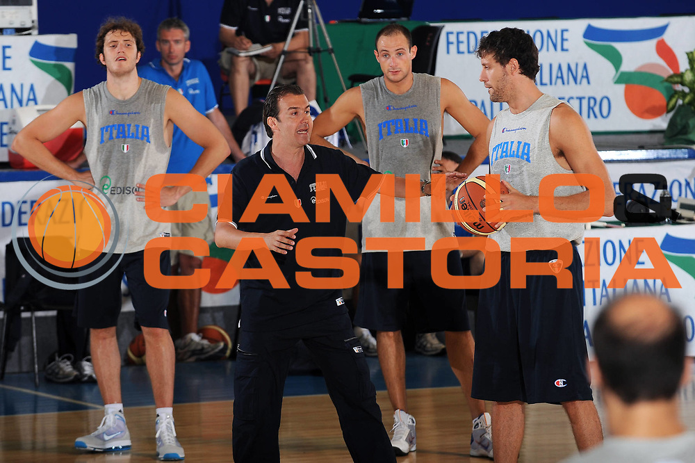DESCRIZIONE : Bormio Raduno Collegiale Nazionale Italiana Maschile Allenamento<br /> GIOCATORE : Coach Simone Pianigiani team italia<br /> SQUADRA : Nazionale Italia Uomini <br /> EVENTO : Raduno Collegiale Nazionale Italiana Maschile <br /> GARA : <br /> DATA : 30/06/2010 <br /> CATEGORIA : <br /> SPORT : Pallacanestro <br /> AUTORE : Agenzia Ciamillo-Castoria/A.Dealberto<br /> Galleria : Fip Nazionali 2010 <br /> Fotonotizia : Bormio Raduno Collegiale Nazionale Italiana Maschile Allenamento<br /> Predefinita :