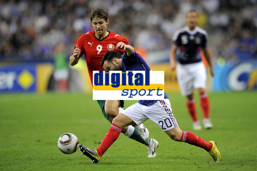 FOOTBALL - UEFA EURO 2012 - QUALIFYING - GROUP D - FRANCE v BELARUS - 3/09/2010 - PHOTO JEAN MARIE HERVIO / DPPI - MATHIEU VALBUENA (FRA) / VYACHESLAV GLEB (BIE)