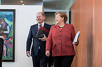 03 APR 2019, BERLIN/GERMANY:<br /> Olaf Scholz (L), SPD, Bundesfinanzminister, und Angela Merkel (R), CDU, Bundeskanzlerin, auf dem Weg zu ihren Plaetzen, Kabinettsitzung, Bundeskanzleramt<br /> IMAGE: 20190403-01-005<br /> KEYWORDS: Kabinett, Sitzung