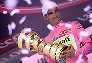 Foto LaPresse - Fabio Ferrari<br /> 31/05/2015 Torino  (Italia)<br /> Sport Ciclismo<br /> Giro d'Italia 2015 - 98a edizione - Tappa 21 - da Torino a Milano - 178 km ( 110,6 miglia )<br /> Nella foto:Contador Velasco Alberto -Esp- (Tinkoff Saxo) vincitore Giro d'italia<br /> <br /> Photo LaPresse - Fabio Ferrari<br /> 31 May 2015  Turin (Italy)<br /> Sport Cycling<br /> Giro d'Italia 2015 - 98a edizione - Stage 21 - from Turin to Milan  - 178 km ( 110,6 miles) <br /> In the pic:Contador Velasco Alberto -Esp- (Tinkoff Saxo) winner of tour
