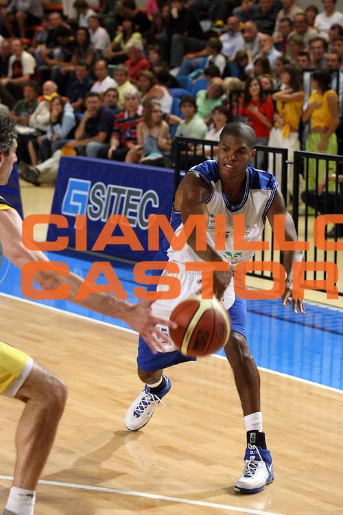 DESCRIZIONE : Castelletto Ticino Lega A1 2007-08 Amichevole Nobili Castelletto Ticino Upea Capo Orlando<br /> GIOCATORE : Tamar Slay<br /> SQUADRA : Upea Capo Orlando<br /> EVENTO : Campionato Lega A1 2007-2008<br /> GARA : Nobili Castelletto Ticino Upea Capo Orlando<br /> DATA : 05/09/2007<br /> CATEGORIA : Passaggio<br /> SPORT : Pallacanestro<br /> AUTORE : Agenzia Ciamillo-Castoria/G.Cottini