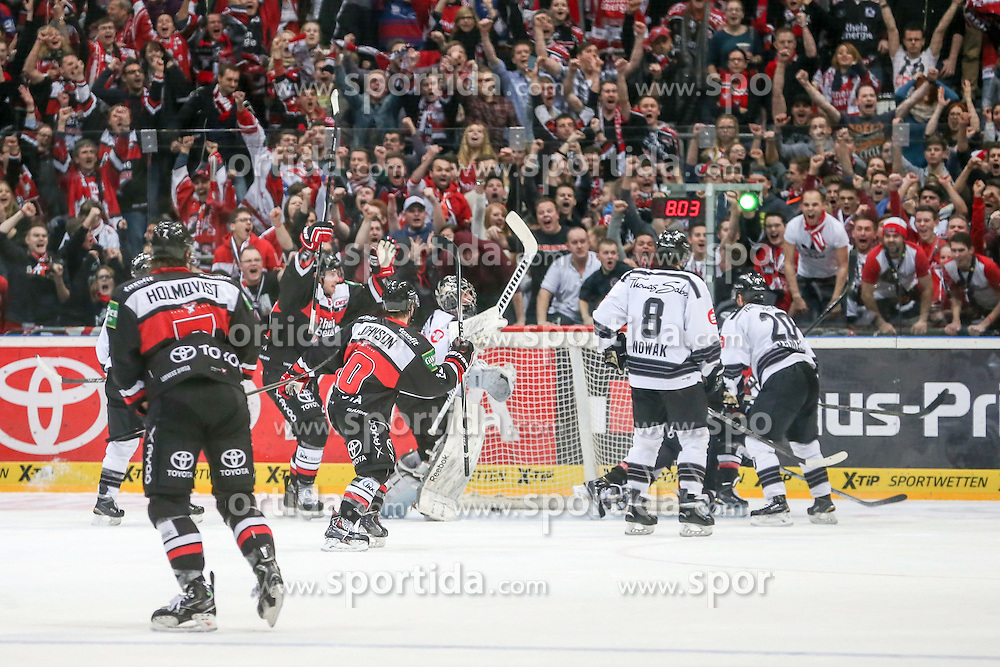 19.12.2014, Lanxess Arena, Koeln, GER, DEL, Koelner Haie vs Nuernberg Ice Tigers, 28. Runde, im Bild Tor fuer Koeln zum 3:1 // during Germans DEL Icehockey League 28th round match between Koelner Haie vs Nuernberg Ice Tigers at the Lanxess Arena in Koeln, Germany on 2014/12/19. EXPA Pictures © 2014, PhotoCredit: EXPA/ Eibner-Pressefoto/ Kohring<br /> <br /> *****ATTENTION - OUT of GER*****