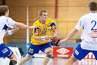 Håndballl<br /> 3. Mars 2011<br /> Postenligaen<br /> Framohallen<br /> Fyllingen - BSK 27 - 23<br /> Christian O`sullivan (L) og Henrik Eriksen (R) , BSK<br /> Tommy Pettersson (M) , Fyllingen<br /> Foto : Astrid M. Nordhaug