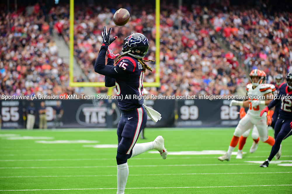 HOUSTON, TX - OCTOBER 15: Houston Texans wide receiver Will Fuller V (15) hauls in a first half touchdown pass during the football game between the Cleveland Browns and the Houston Texans on October 15, 2017 at NRG Stadium in Houston, Texas. (Photo by Ken Murray/Icon Sportswire)