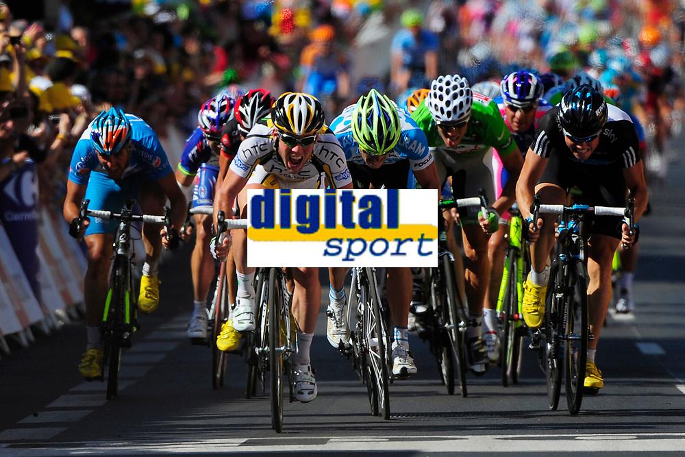 CYCLING - TOUR DE FRANCE 2010 - MONTARGIS (FRA) - 08/07/2010 - PHOTO : VINCENT CURUTCHET / DPPI - <br /> STAGE 5 - EPERNAY > MONTARGIS - MARK CAVENDISH (GBR) / TEAM HTC-COLUMBIA / WINNER