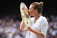 Simona Halep with her trophy - 13 July 2019