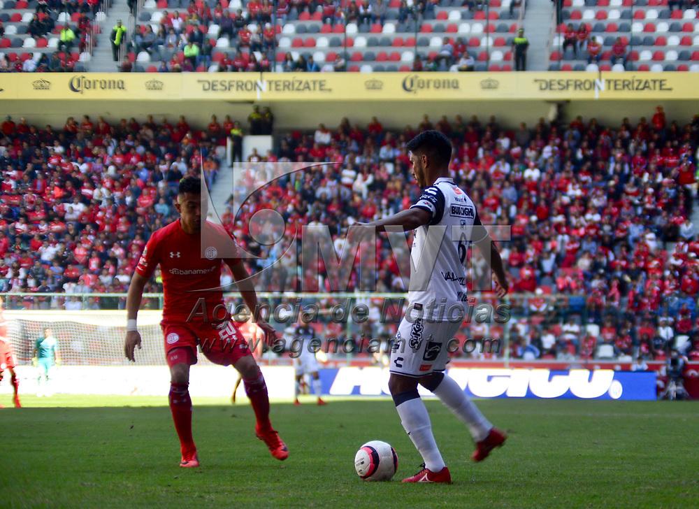 Toluca, México (Noviembre 19, 2017).- Fernando Uribe Hincapié de los Diablos Rojos del Toluca quienes vencieron a la escuadra de Xolos de Tijuana con un marcador final de 3-1, asegurando su pase a la Liguilla del Torneo de Apertura 2017 de la Liga MX. Agencia MVT / Crisanta Espinosa.