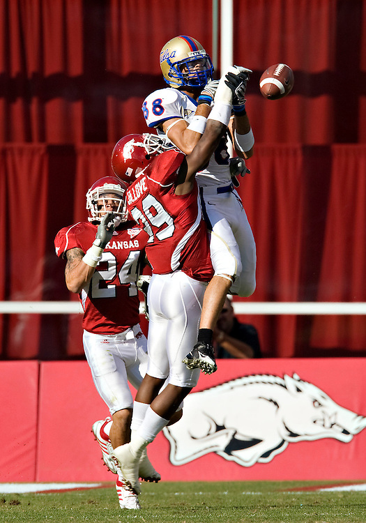 FAYETTEVILLE, AR - NOVEMBER 1:   Matt Harris #39 of the Arkansas Razorbacks knocks away a pass to Slick Shelley #88 of the Tulsa Golden Hurricanes at Donald W. Reynolds Stadium on November 1, 2008 in Fayetteville, Arkansas.  The Razorbacks defeated the Golden Hurricanes 30 to 23.  (Photo by Wesley Hitt/Getty Images) *** Local Caption *** Matt Harris; Slick ShelleyUniversity of Arkansas Razorback Men's and Women's athletes action photos during the 2008-2009 season in Fayetteville, Arkansas....©Wesley Hitt.All Rights Reserved.501-258-0920.