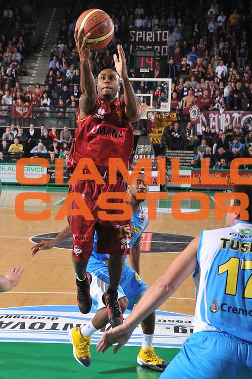DESCRIZIONE : Treviso Lega A 2011-12 Umana Venezia Vanoli Braga Cremona<br /> GIOCATORE : tim bowers<br /> CATEGORIA :  tiro<br /> SQUADRA : Umana Venezia Vanoli Braga Cremona<br /> EVENTO : Campionato Lega A 2011-2012<br /> GARA : Umana Venezia Vanoli Braga Cremona<br /> DATA : 27/12/2011<br /> SPORT : Pallacanestro<br /> AUTORE : Agenzia Ciamillo-Castoria/M.Gregolin<br /> Galleria : Lega Basket A 2011-2012<br /> Fotonotizia :  Treviso Lega A 2011-12 Umana Venezia Vanoli Braga Cremona  <br /> Predefinita :