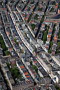 """Nederland, Amsterdam, De Pijp, 12-05-2009; Albert Cuypstraat met marktkramen in stadsdeel Oud-Zuid, gezien vanaf de  Van Woustraat. De Albert Cuypmarkt is een dagmarkt, in de volksmond de 'Cuyp"""".Swart collectie, luchtfoto (toeslag); Swart Collection, aerial photo (additional fee required).foto Siebe Swart / photo Siebe Swart"""