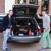 NLD/Amsterdam/20131003 -  Dad's moment , Tim Akkerman met een wagen vol Dad's moment kado's