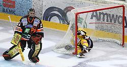 25.01.2013, Albert Schultz Eishalle, Wien, AUT, EBEL, UPC Vienna Capitals vs Graz 99ers, 2. Zwischenrunde, im Bild Sebastian Stefaniszin, (Moser Medical Graz 99ers, #27) und Josh Soares, (UPC Vienna Capitals, #97) // during the Erste Bank Icehockey League 2nd placement Round match betweeen UPC Vienna Capitals and Graz 99ers at the Albert Schultz Ice Arena, Vienna, Austria on 2013/01/25. EXPA Pictures © 2013, PhotoCredit: EXPA/ Thomas Haumer
