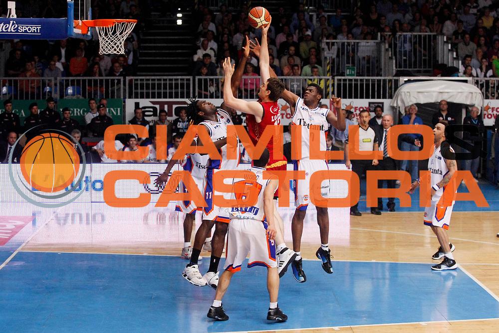 DESCRIZIONE : Cantu Lega A1 2007-08 Playoff Quarti di Finale Gara 4 Tisettanta Cantu Lottomatica Virtus Roma <br /> GIOCATORE : Erazem Lorbek<br /> SQUADRA : Lottomatica Virtus Roma <br /> EVENTO : Campionato Lega A1 2007-2008 <br /> GARA : Tisettanta Cantu Lottomatica Virtus Roma <br /> DATA : 17/05/2008 <br /> CATEGORIA : Tiro<br /> SPORT : Pallacanestro <br /> AUTORE : Agenzia Ciamillo-Castoria/G.Cottini<br /> Galleria : Lega Basket A1 2007-2008 <br /> Fotonotizia : Cantu Campionato Italiano Lega A1 2007-2008 Playoff Quarti di Finale Gara 4 Tisettanta Cantu Lottomatica Virtus Roma <br /> Predefinita :