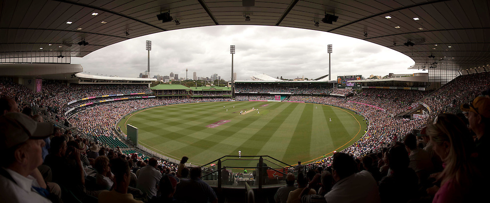 The fifth and final Ashes test match between Australia and England at the SCG in Sydney, Australia. Photo: Graham Morris (Tel: +44(0)20 8969 4192 Email: sales@cricketpix.com) 04/01/11