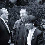 NLD/Blaricum/19881101 - Huwelijk van Joop van der Ende in Blaricum, aankomst Ferdi Bolland met partner Sandra Reemer