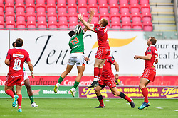 Marco Zanon of Benetton Treviso and Johnny McNicholl of Scarlets compete for the high ball<br /> <br /> Photographer Craig Thomas/Replay Images<br /> <br /> Guinness PRO14 Round 3 - Scarlets v Benetton Treviso - Saturday 15th September 2018 - Parc Y Scarlets - Llanelli<br /> <br /> World Copyright © Replay Images . All rights reserved. info@replayimages.co.uk - http://replayimages.co.uk