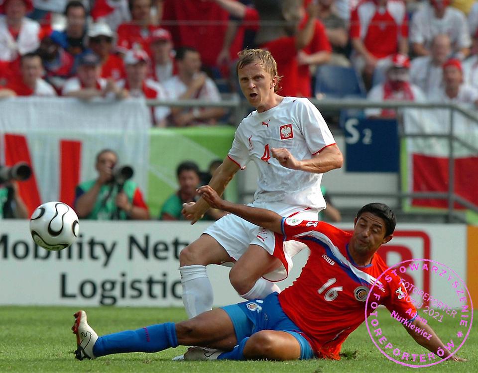 n/z.: Marcin Baszczynski (nr4-Polska) podczas meczu grupy A Polska (bialo-czerwone) - Kostaryka (czerwone) podczas turnieju finalowego Mistrzostw Swiata Niemcy 2006 , pilka nozna , Niemcy , Hanower , 20-06-2006 , fot.: Adam Nurkiewicz / mediasport..Marcin Baszczynski (nr4-Poland) during soccer match group A in Hannover during World Cup 2006. June 20, 2006 ; Poland (white-red) - Costa Rica (red) ; football , Germany , Hannover ( Photo by Adam Nurkiewicz / mediasport )